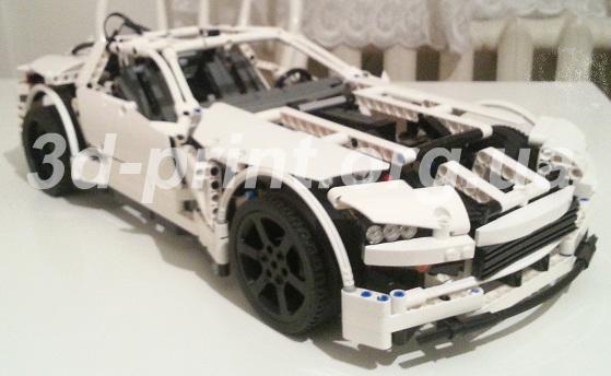 Колесо, изготовленное на 3д принтере, на машине из Лего